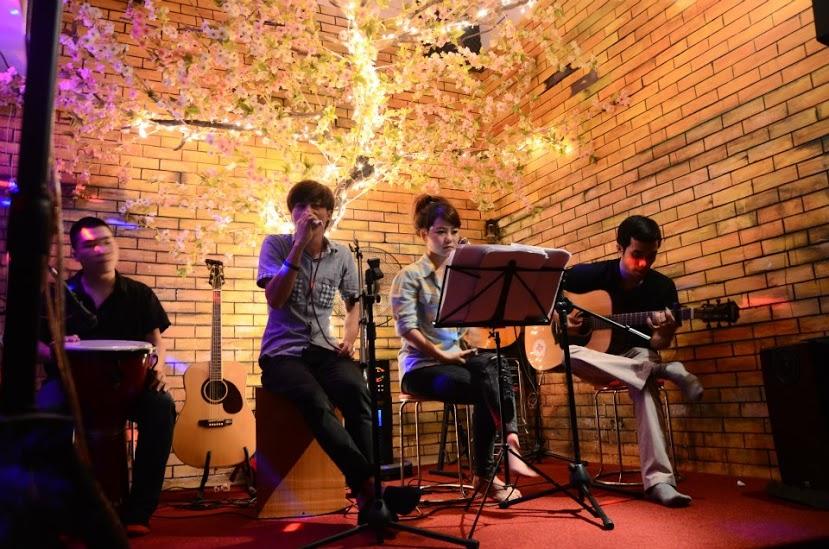 Nhạc acoustic là gì? Âm nhạc sâu lắng, chạm trái tim người nghe