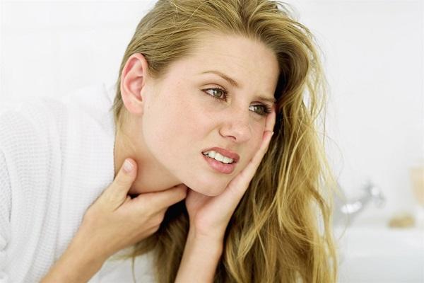 đau họng ù tai