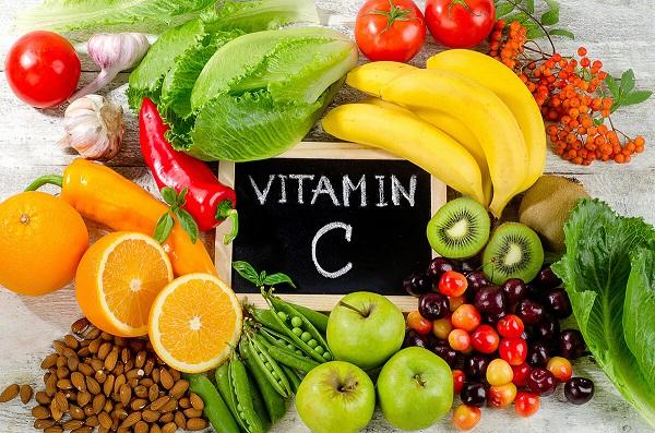 tre-bi-viem-hong-nen-cho-an-nhieu-hoa-qua-giau-vitamin-C