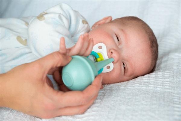 Hút dịch mũi là cách trị đờm trong mũi đơn giản, hiệu quả