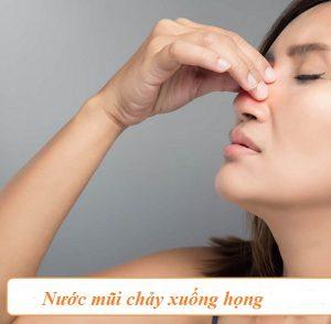 Nước mũi chảy xuống họng