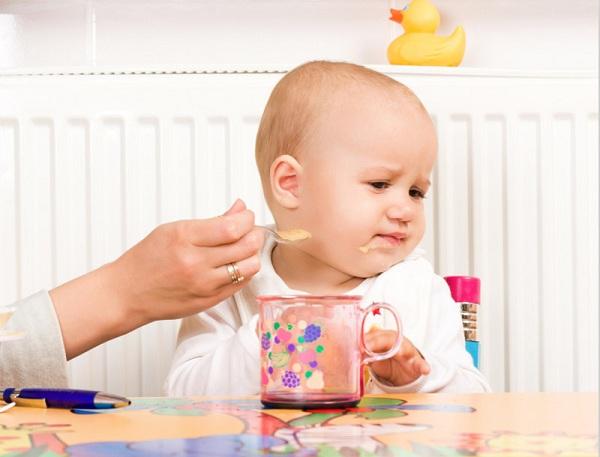 Trẻ bị viêm họng không ho kèm theo triệu chứng biếng ăn