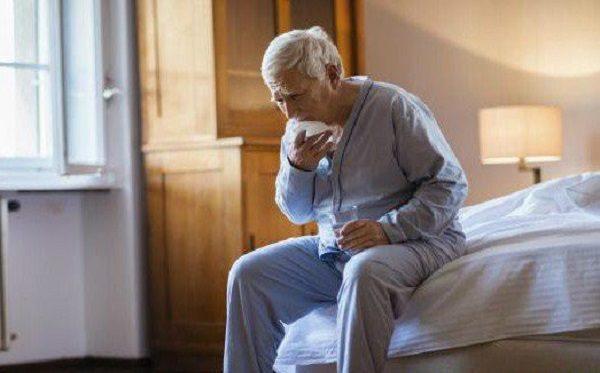 Viêm phổi ở người già có nguy hiểm không, cách điều trị và chăm sóc