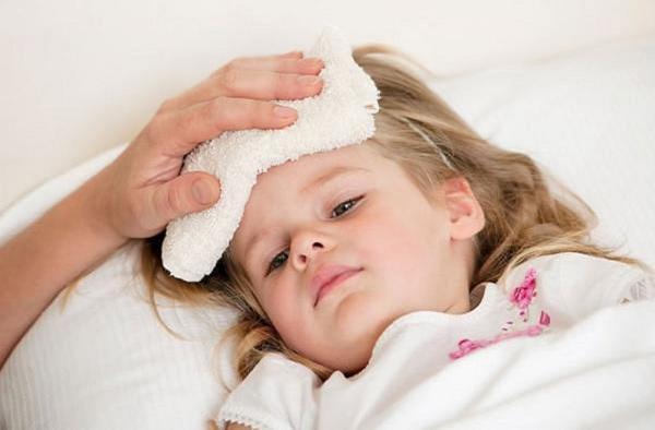 Chườm nóng hạ sốt cho người bị viêm phổi virus