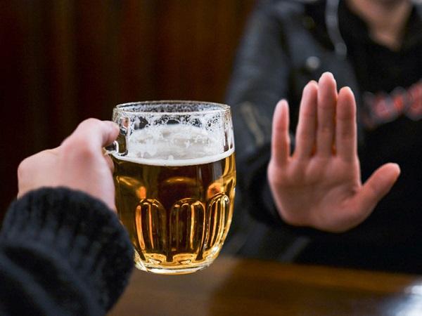 Hen suyễn kiêng ăn gì - Rượu bia