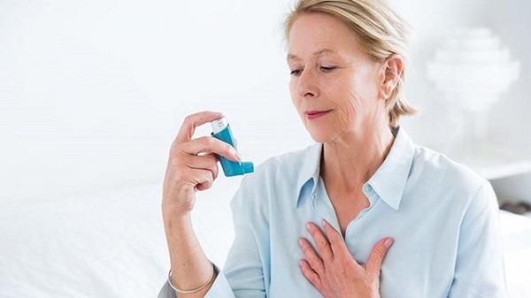 Thở ra khi sử dụng thuốc hít hen suyễn