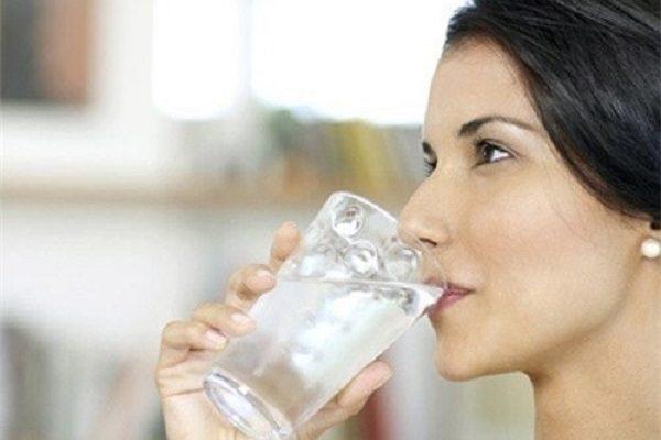 Viêm họng có nên uống nước đá? – Chuyên gia giải đáp